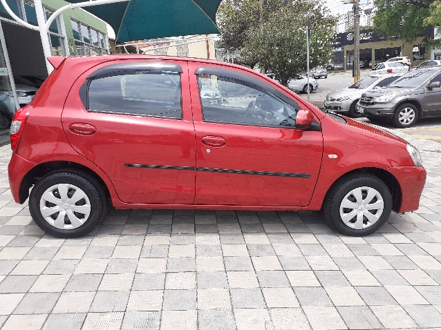 Toyota Etios Hatch X 1.3 16v Flex